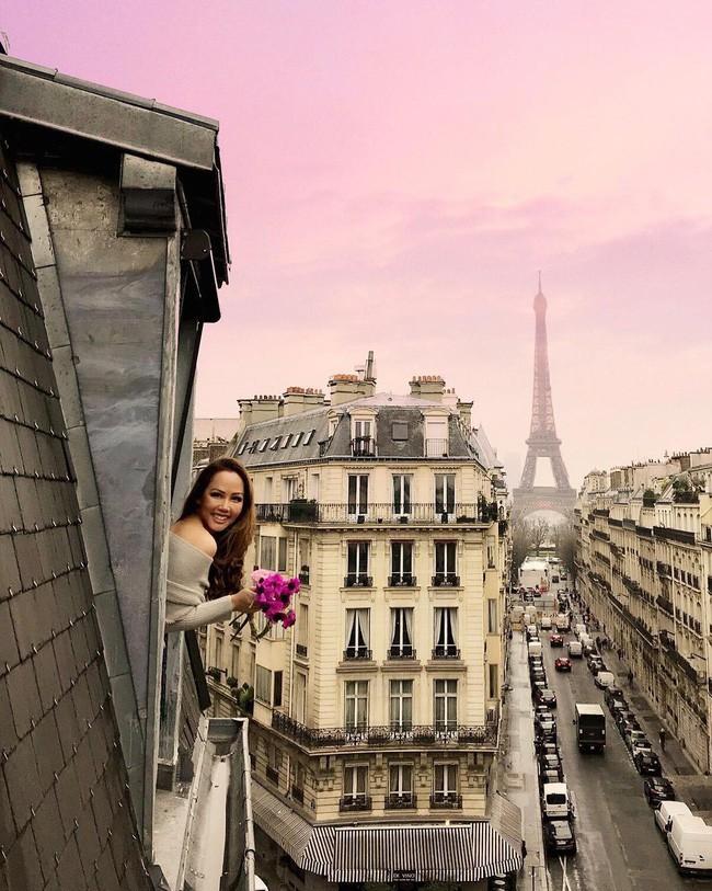 Căn phòng nơi Ngọc Trinh chụp ảnh ngưng đọng thời gian: Góc view đẹp nhất nhì Paris, phải đặt trước cả tháng - Ảnh 5.