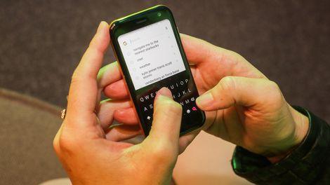 Huyền thoại Palm tái xuất với một chiếc điện thoại không thể nhỏ hơn - Ảnh 2.