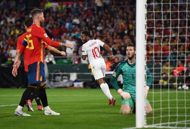 Vì sao Sterling bất ngờ 'lột xác' sau kỳ World Cup tệ hại? - Ảnh 1.