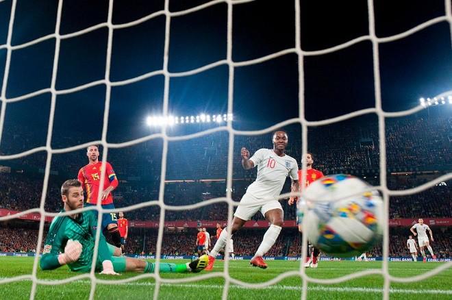 Vì sao Sterling bất ngờ 'lột xác' sau kỳ World Cup tệ hại? - Ảnh 2.