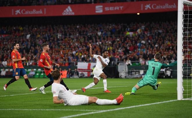 Vì sao Sterling bất ngờ 'lột xác' sau kỳ World Cup tệ hại? - Ảnh 3.