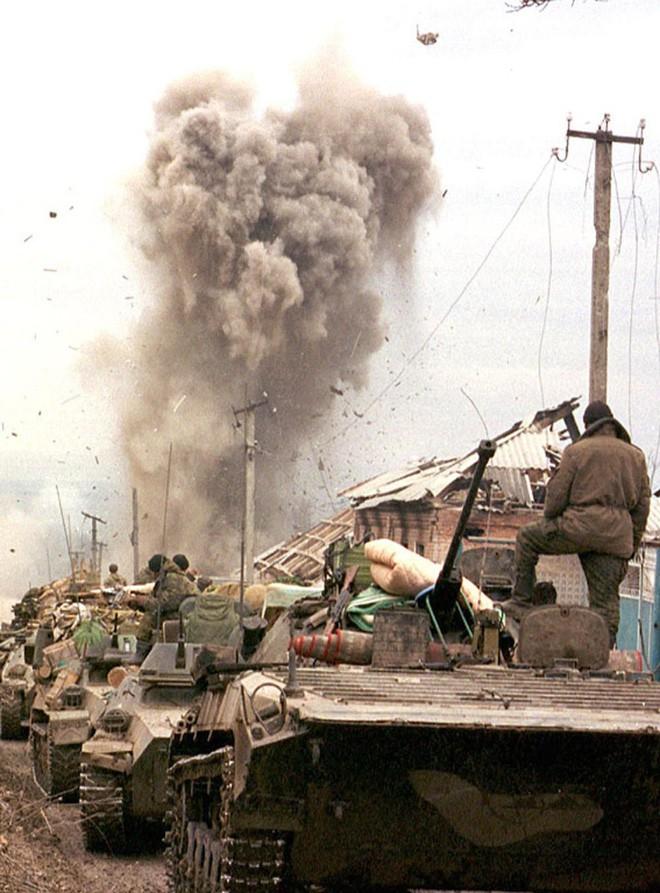 QK Ngoại Kavkaz Nga đã chết và tướng lĩnh bán sạch các kho vũ khí như thế nào?  - Ảnh 1.