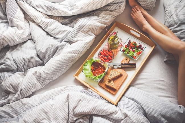 Từ bỏ những thói quen vào ban đêm có thể ngăn ngừa việc tăng cân - Ảnh 3.
