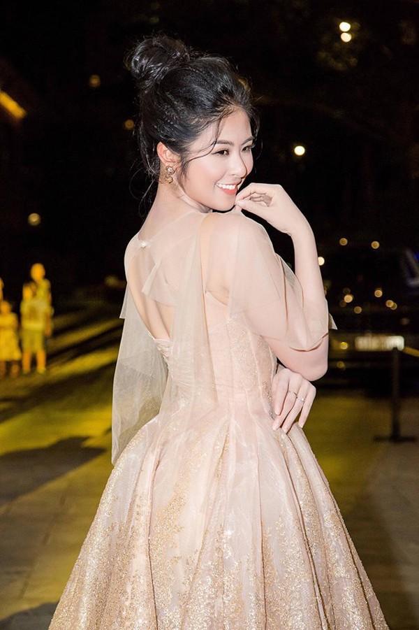 Nhan sắc rực rỡ của Hoa hậu Việt Nam giục mãi không chịu lấy chồng - Ảnh 9.