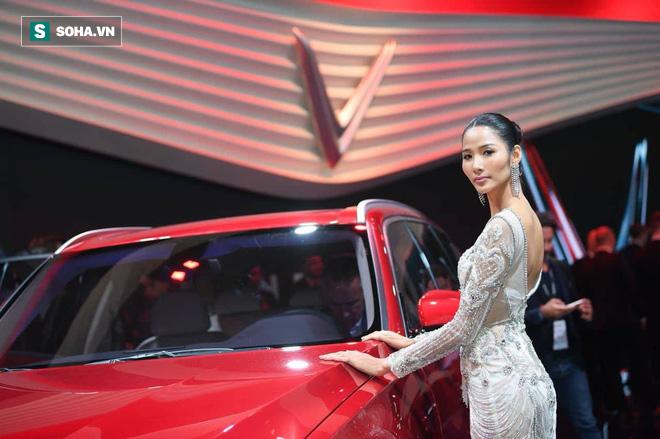 Hoàng Thùy, Quang Đại xuất hiện đẳng cấp bên siêu phẩm của VINFAST - Ảnh 2.