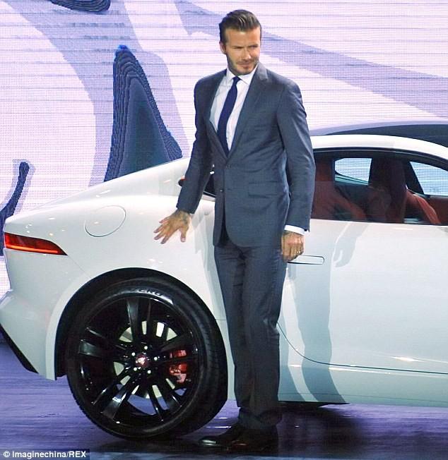 Trước VinFast, David Beckham từng có màn xuất hiện đẹp như tượng tạc trên sân khấu công bố này - Ảnh 1.
