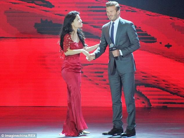 Trước VinFast, David Beckham từng có màn xuất hiện đẹp như tượng tạc trên sân khấu công bố này - Ảnh 3.