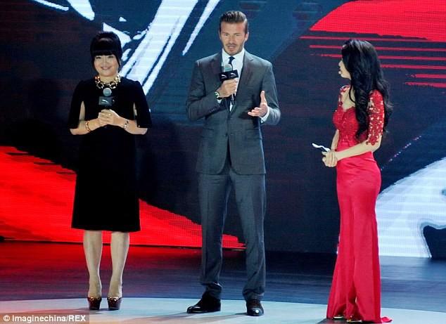 Trước VinFast, David Beckham từng có màn xuất hiện đẹp như tượng tạc trên sân khấu công bố này - Ảnh 4.