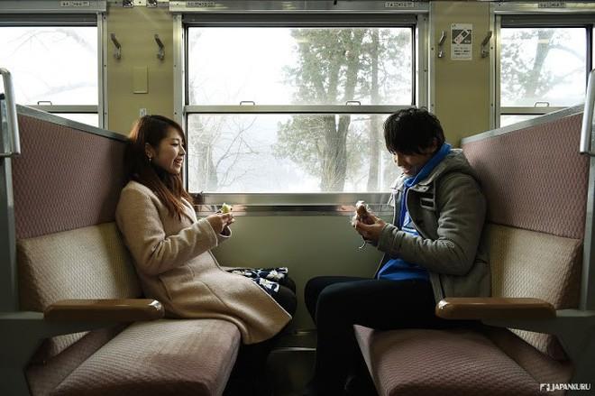 Tadami Line: Chuyến tàu hỏa nhỏ xinh nhất Nhật Bản, đi qua 4 mùa là 4 khung trời khác nhau - Ảnh 26.
