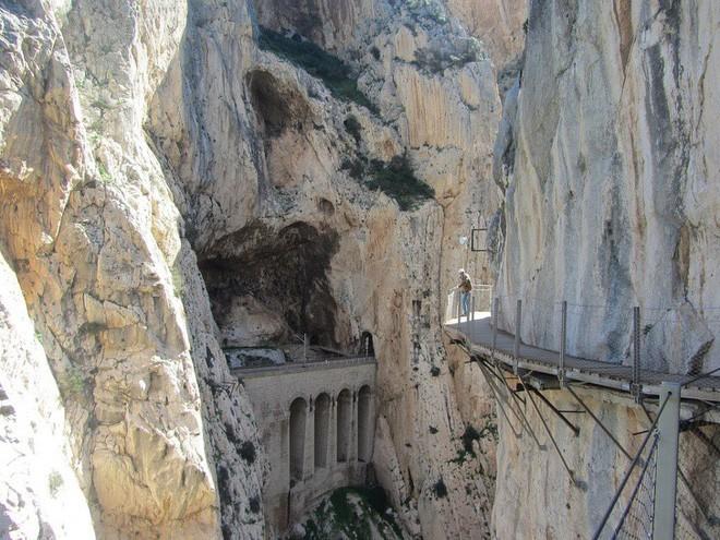 16 cầu thang đáng sợ nhất trên thế giới mà ai nhìn thấy cũng phải bủn rủn chân tay - Ảnh 10.