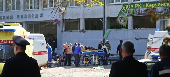 Tiết lộ sốc về thảm án ở Crimea: Nữ y tá đang sơ cứu nạn nhân thì biết con trai mình chính là kẻ xả súng - Ảnh 1.