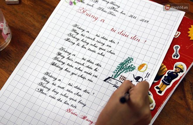 Gặp 18 cô giáo Quảng Trị viết chữ đẹp như vẽ tranh vừa gây sốt MXH: Học sinh trong trường chữ cũng siêu đẹp - Ảnh 17.