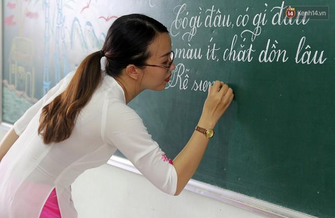Gặp 18 cô giáo Quảng Trị viết chữ đẹp như vẽ tranh vừa gây sốt MXH: Học sinh trong trường chữ cũng siêu đẹp - Ảnh 12.