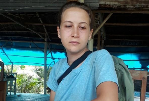 Cô gái Nga xinh đẹp và bạn trai đòi ở lại bệnh viện Phú Quốc, đi vệ sinh ngay tại phòng - Ảnh 1.