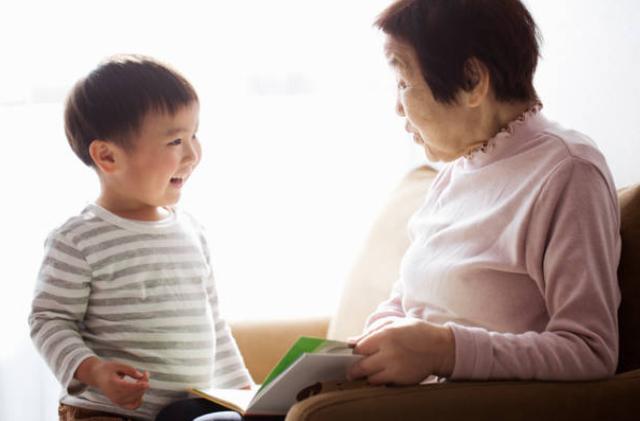 Thấy con trai 3 tuổi coi thường nhà ngoại, mẹ phát hiện sự thật khi tận mắt chứng kiến bà nội dạy cháu câu này - Ảnh 3.