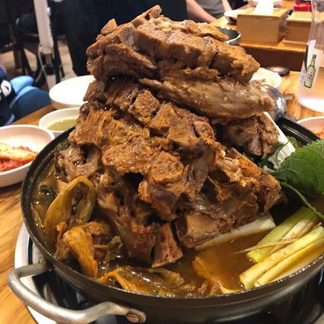 Nồi lẩu sườn độc đáo thách thức mọi thực thần khi ghé thăm Seoul - Ảnh 12.