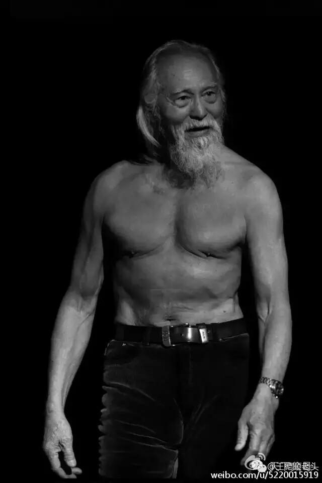 Cuộc đời hạnh phúc bao người thèm khát của cụ ông nóng bỏng nhất TQ ở tuổi 80 - Ảnh 1.