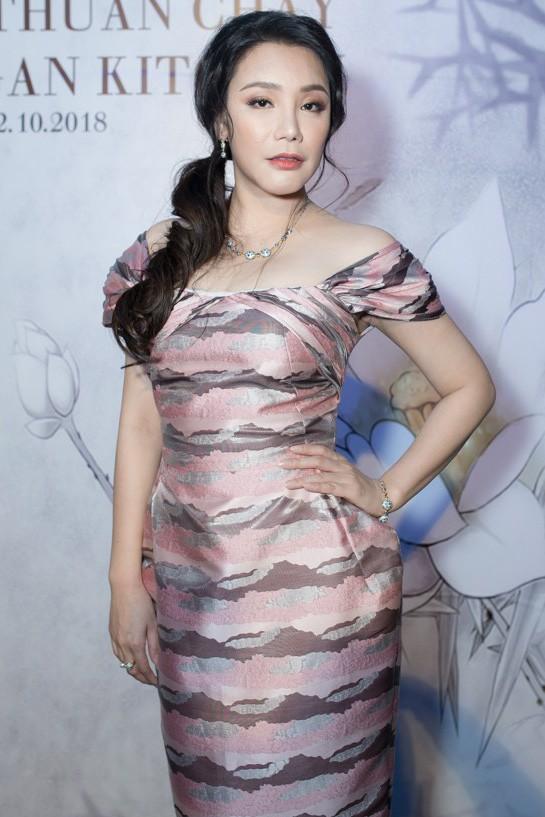 Hồ Quỳnh Hương diện đầm gợi cảm, tiết lộ lý do mất tích khỏi showbiz - Ảnh 1.