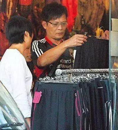 Cuộc sống của Kiều Phong lừng lẫy Thiên Long Bát Bộ: Bán hàng rong, diễn hội chợ kiếm tiền nuôi vợ - Ảnh 6.