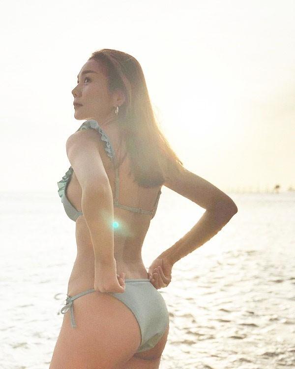 Thanh Hằng khoe ảnh bikini khiến dân mạng phát sốt với thân hình nóng bỏng - Ảnh 1.