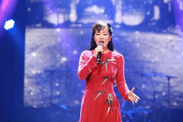 Hồng Nhung, Mỹ Linh - khi diva hát quên lời, thêm lời và nổi loạn với hits của đàn em - Ảnh 1.