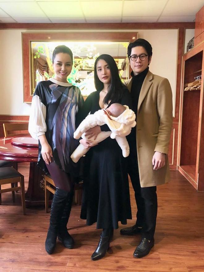 Hình ảnh hiếm hoi của vợ chồng Mai Hồ và con gái đầu lòng sau 8 tháng sang Đức định cư - Ảnh 1.