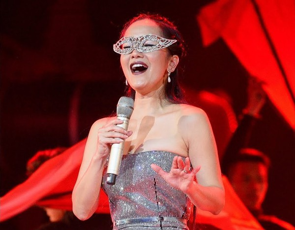 Hồng Nhung, Mỹ Linh - khi diva hát quên lời, thêm lời và nổi loạn với hits của đàn em - Ảnh 2.
