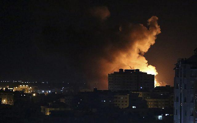 """Tên lửa tấn công Israel: """"Vòm Sắt"""" ồ ạt khai hỏa, chiến cơ xuất kích nã đạn chưa từng thấy - Ảnh 2."""