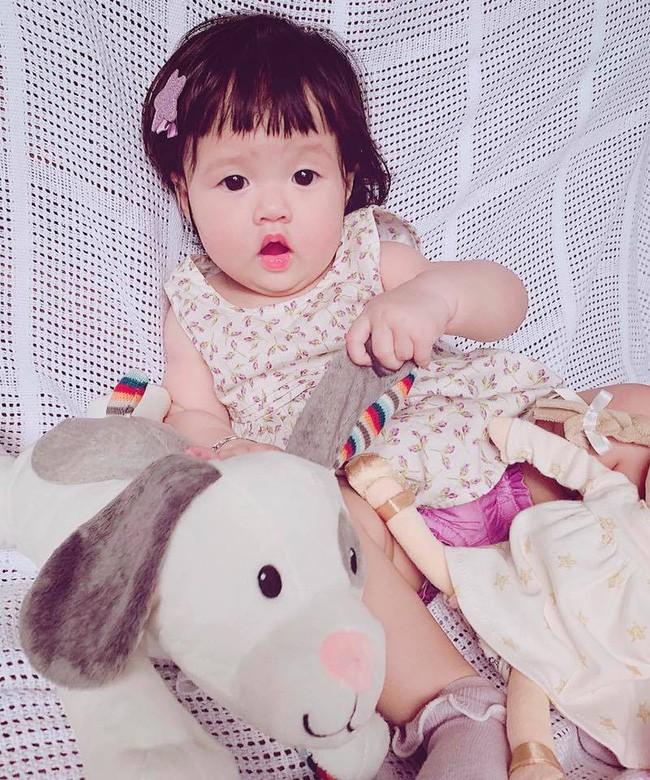 Hoa hậu Đặng Thu Thảo khoe ảnh con, cư dân mạng hết lời khen giống mẹ - Ảnh 2.
