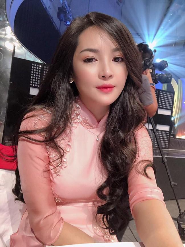 4 năm từ ngày đập đi xây lại, hot girl thẩm mỹ Vũ Thanh Quỳnh ngày càng quyến rũ, vi vu du lịch khắp nơi - Ảnh 2.