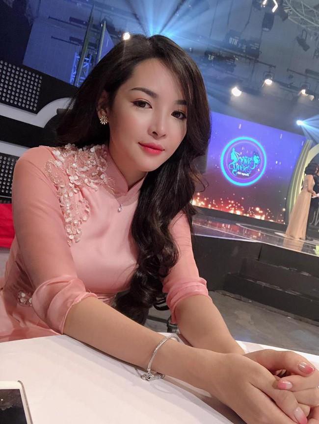4 năm từ ngày đập đi xây lại, hot girl thẩm mỹ Vũ Thanh Quỳnh ngày càng quyến rũ, vi vu du lịch khắp nơi - Ảnh 3.