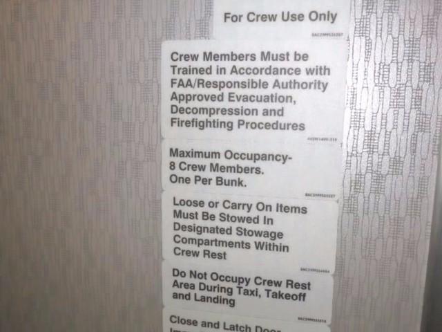 Hoá ra trên máy bay còn có những phòng ngủ bí mật cho phi hành đoàn mà không phải ai cũng biết - Ảnh 5.
