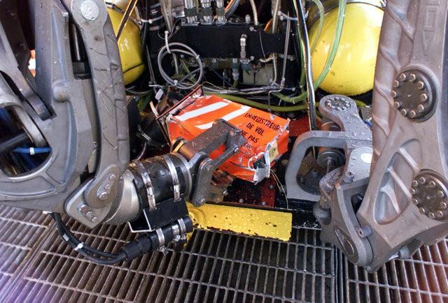 Vì sao hộp đen được sơn màu cam và 6 sự thật bất ngờ khác về bộ phận không thể thiếu trên máy bay này - Ảnh 6.