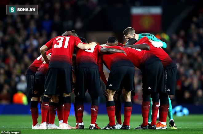Man United gây thất vọng lớn trước Valencia, Mourinho chỉ còn duy nhất một đường sống - Ảnh 1.
