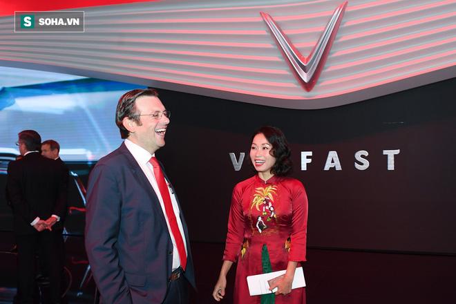 [Chùm ảnh] Nữ Chủ tịch VinFast duyên dáng bên mẫu xe hơi vừa ra mắt - Ảnh 4.