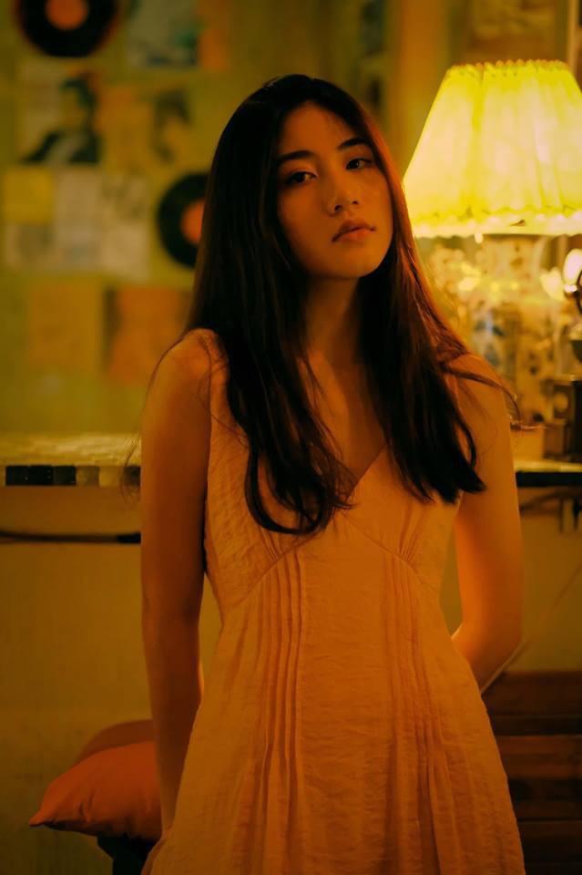 Bộ ảnh tuổi 19 của Thuỳ Linh: Xinh đẹp và dịu dàng đúng kiểu uống nhầm ánh mắt, cơn say theo cả đời - Ảnh 2.