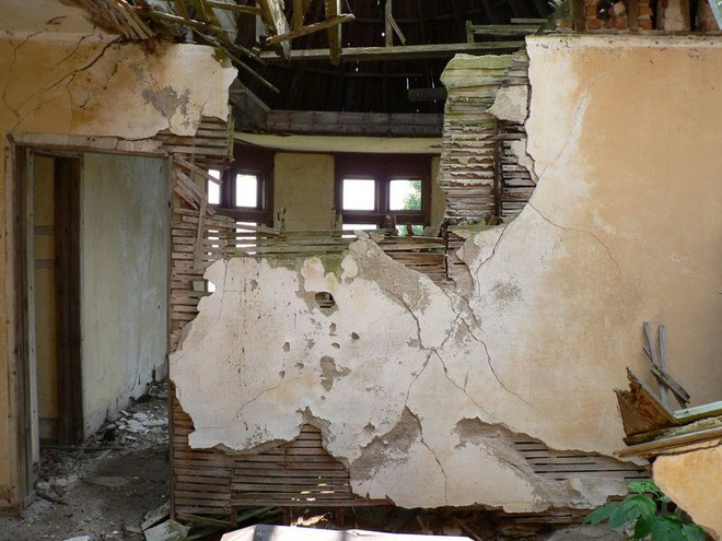 """Carleton Villa: Biệt thự nguy nga tráng lệ giờ chỉ là đống đổ nát hoang tàn bởi """"lời nguyền"""" tang tóc làm cả gia tộc lụi tàn - Ảnh 7."""