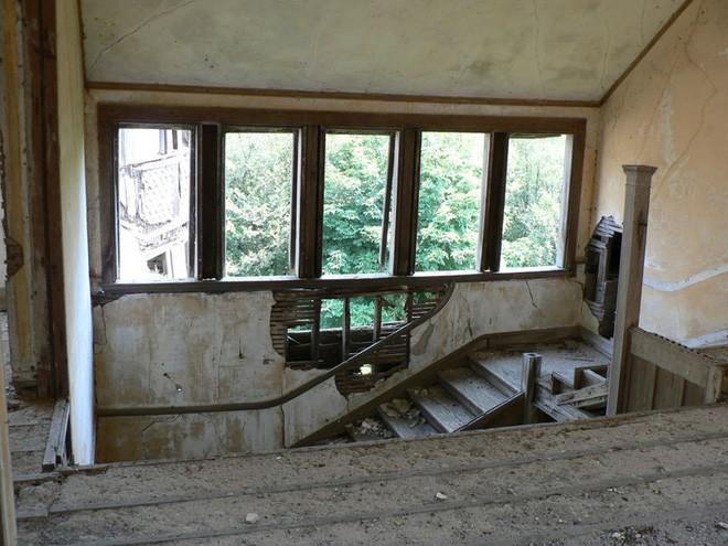 """Carleton Villa: Biệt thự nguy nga tráng lệ giờ chỉ là đống đổ nát hoang tàn bởi """"lời nguyền"""" tang tóc làm cả gia tộc lụi tàn - Ảnh 8."""