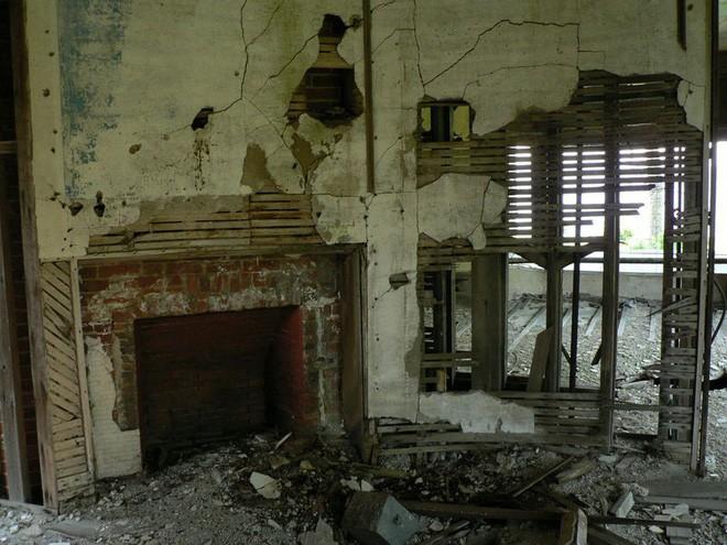 """Carleton Villa: Biệt thự nguy nga tráng lệ giờ chỉ là đống đổ nát hoang tàn bởi """"lời nguyền"""" tang tóc làm cả gia tộc lụi tàn - Ảnh 9."""