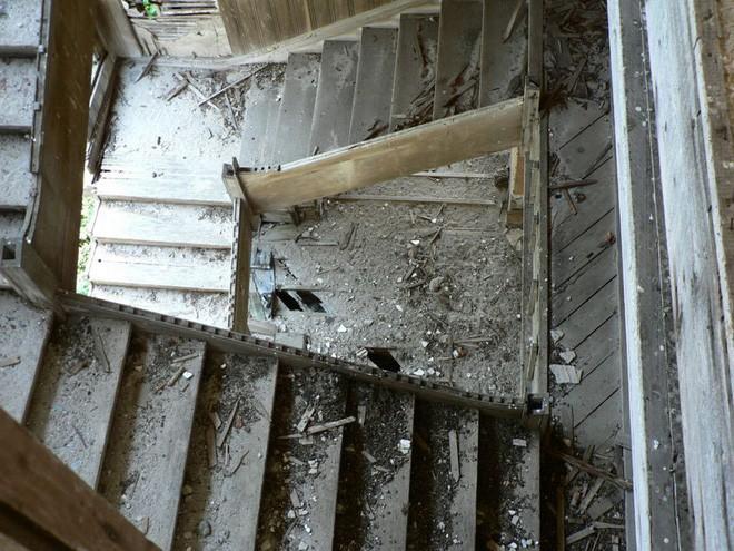 """Carleton Villa: Biệt thự nguy nga tráng lệ giờ chỉ là đống đổ nát hoang tàn bởi """"lời nguyền"""" tang tóc làm cả gia tộc lụi tàn - Ảnh 11."""