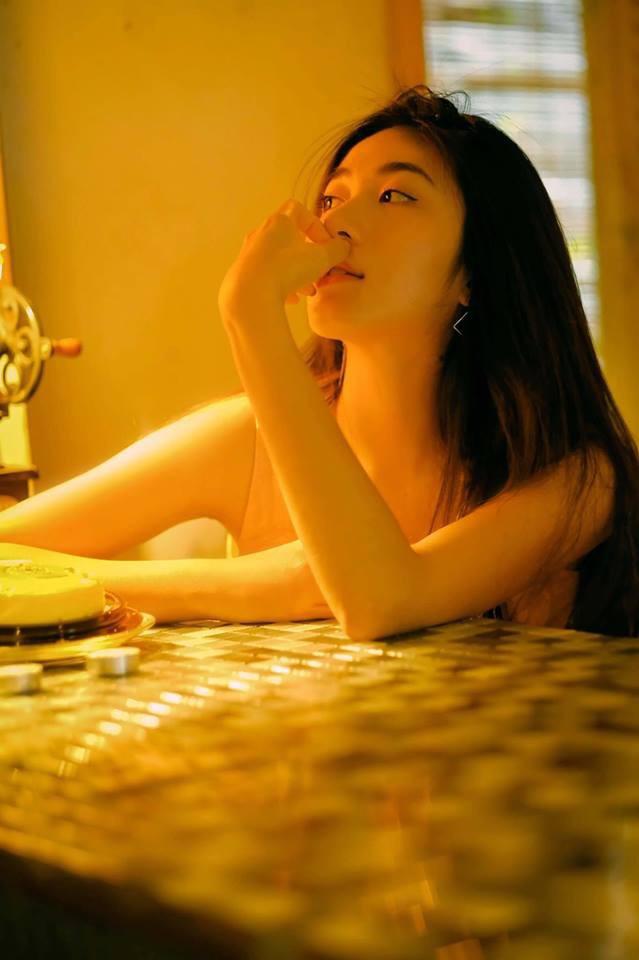 Bộ ảnh tuổi 19 của Thuỳ Linh: Xinh đẹp và dịu dàng đúng kiểu uống nhầm ánh mắt, cơn say theo cả đời - Ảnh 8.