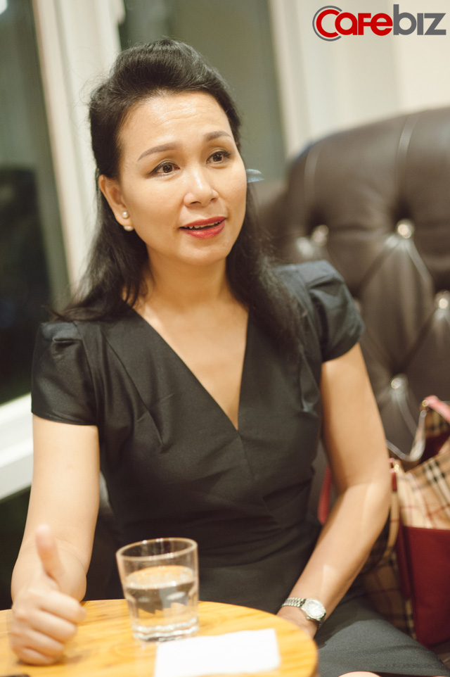 Huấn luyện viên sức khỏe đầu tiên ở Việt Nam: Phụ nữ hi sinh không khác gì lò xo bị nén, đàn ông bận mơ tưởng đánh mất hiện tại - Ảnh 1.