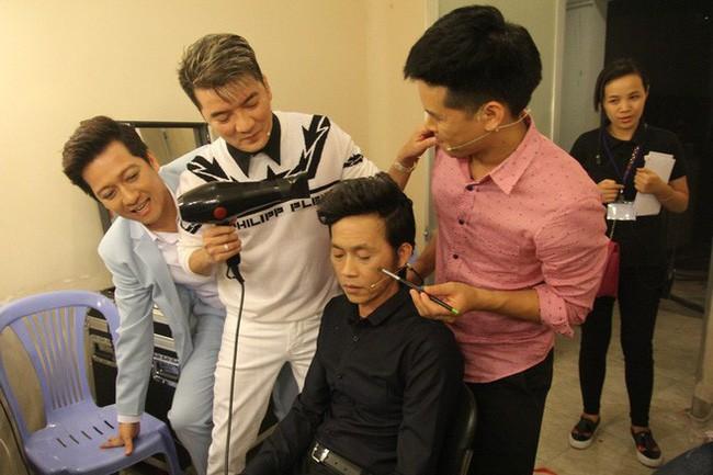 Gia đình quyền lực và sóng gió bậc nhất showbiz: Hoài Linh không nhìn mặt, Dương Triệu Vũ lại dính tin đồn yêu Mr. Đàm - Ảnh 2.