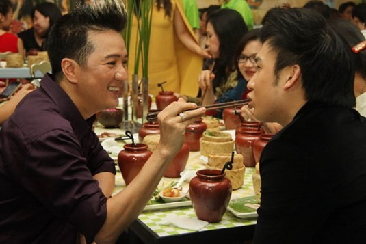 Gia đình quyền lực và sóng gió bậc nhất showbiz: Hoài Linh không nhìn mặt, Dương Triệu Vũ lại dính tin đồn yêu Mr. Đàm - Ảnh 6.