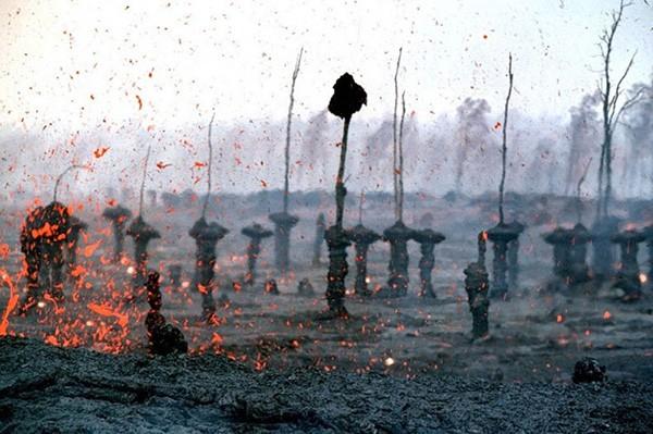 Núi lửa phun trào, rừng cây nham thạch xuất hiện - Ảnh 1.