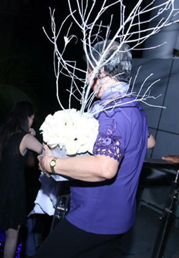 Đám cưới Công Vinh, Thủy Tiên: Khách lạ vô tư xin chữ ký, lấy trộm đồ trang trí - Ảnh 8.