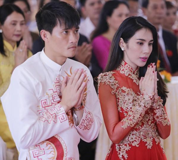 Đám cưới Công Vinh, Thủy Tiên: Khách lạ vô tư xin chữ ký, lấy trộm đồ trang trí - Ảnh 2.