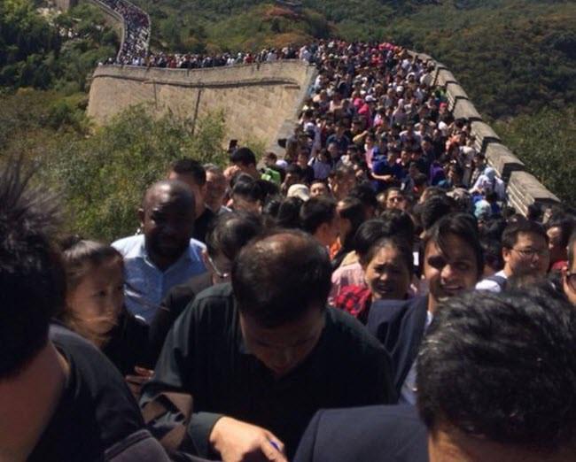 """24h qua ảnh: Vạn Lý Trường Thành """"thất thủ"""" trong dịp nghỉ lễ ở Trung Quốc - Ảnh 4."""
