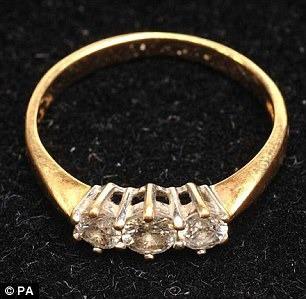 Thoát chết ngoạn mục nhờ chiếc nhẫn đính hôn, bà mẹ trẻ vạch trần kế hoạch chôn sống trong rừng sâu đáng kinh tởm của gã bạn trai độc ác - Ảnh 6.