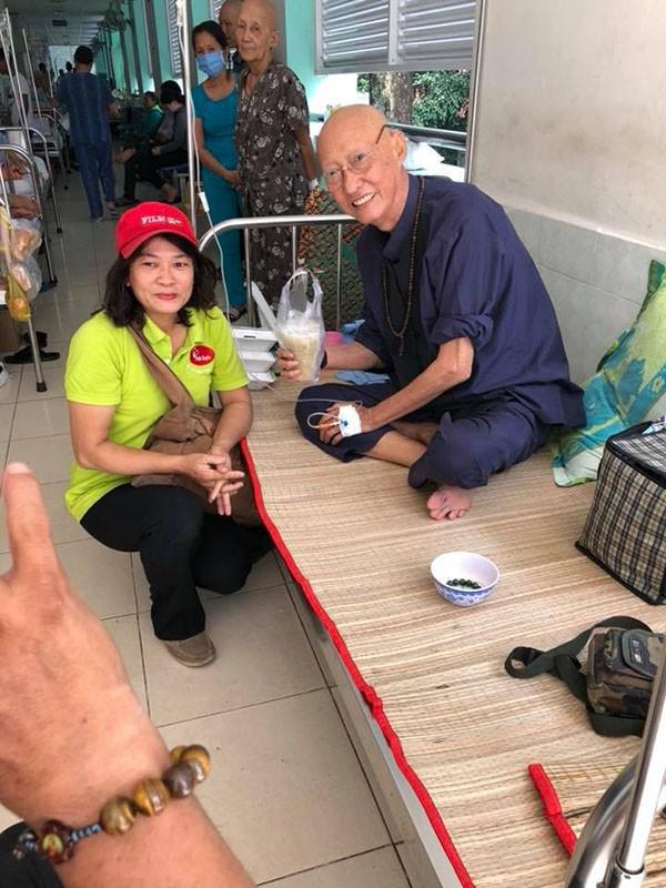 Xót xa với hình ảnh gầy gò của nghệ sĩ Lê Bình sau khi điều trị ung thư - Ảnh 2.